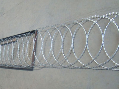 Flat Wrap Razor Wire Application, Razor Ribbon, Security fence, Alambre Concertina, El Alambre Navaja - WM WIRE INDUSTRIAL