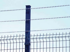 Line_Stype_Straight_Razor_Wire_On_The_Top_Of_Curvy_Wire_Fence, Concertina, Security fencing, Redes Laminadas, Concertina para muros, Razor Ribbon, Alambre de Navajas - WM WIRE INDUSTRIAL